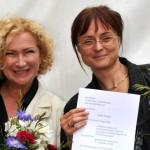 Gabi Decker mit Gewinnerin Steffi Illinger; Foto: Axel Bach