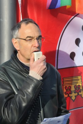 Der Journalist Thomas Pfaff sprach zur Einweihung des Rexhausen-Platzes; Foto: Axel Bach