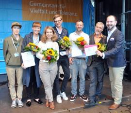 Gruppenbild auf der CSD-Bühne in Dortmund