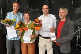 Felix-Rexhausen-Preis-Verleihung 2014 auf dem Frankfurter CSD (von links): Thomas Pfaff (Sonderpreis), Monika Mengel (Gewinnerin Rexhausen-Preis), Burkhardt Riechers (Amnesty Frankfurt), Arnd Riekmann (Jury); Foto: Axel Bach
